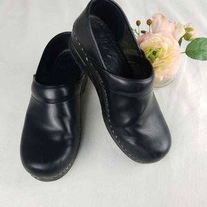 Dansko Womens Clogs Black Round Toe Slip On Shoes